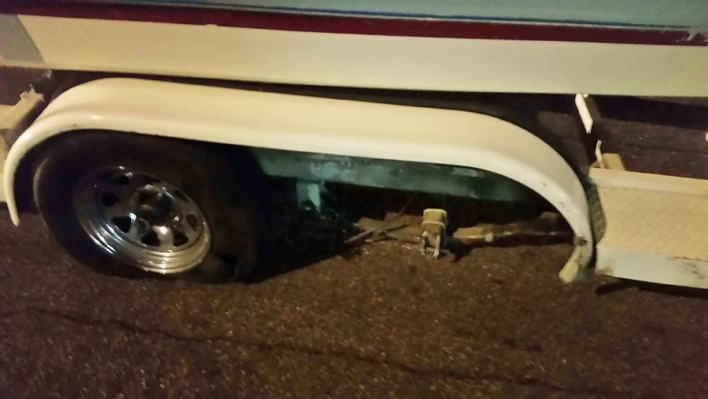 Name:  Fender damage and tire and rim damage 1-9-19.jpg Views: 400 Size:  54.0 KB